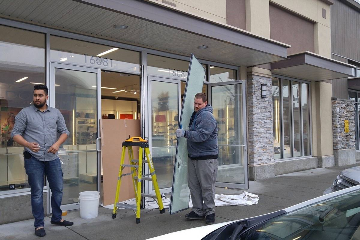 Two South Surrey clothing stores broken into - North Delta Reporter
